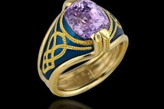 5.11 ct. Lavender Sapphire set on 18K gold ring with royal blue aluminium and 24K gold inlay by Zoltan David