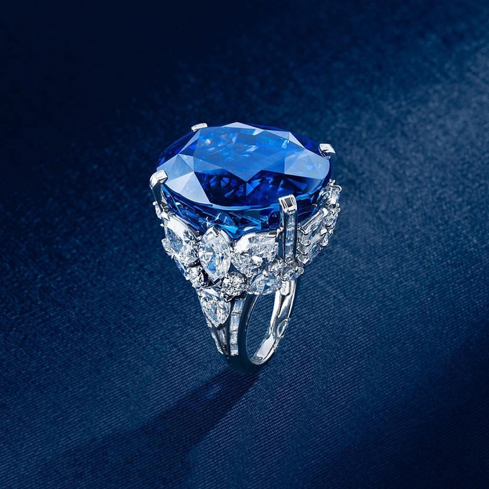 Rare 70 ct Blue Ceylon Sapphire & Diamond Platinum Ring. Zale Designer Gallery