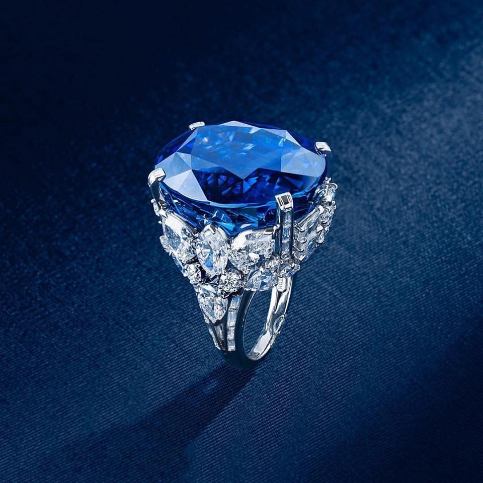 Rare 70 ct Blue Ceylon Sapphire & Diamond Platinum Ring. Zale Designer Gallery